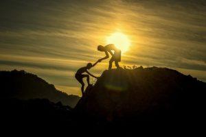 山登り 夕日 2人